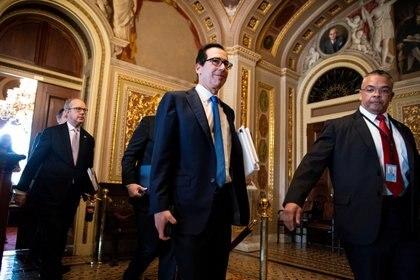 El secretario del Tesoro Steven Mnuchin en el Capitolio para discutir el paquete económico. Foto: REUTERS/Al Drago