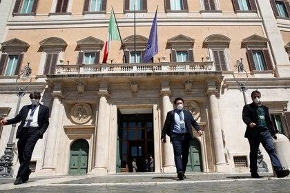 La entrada de Montecitorio, la Cámara Baja del Parlamento italiano (REUTERS/Remo Casilli)
