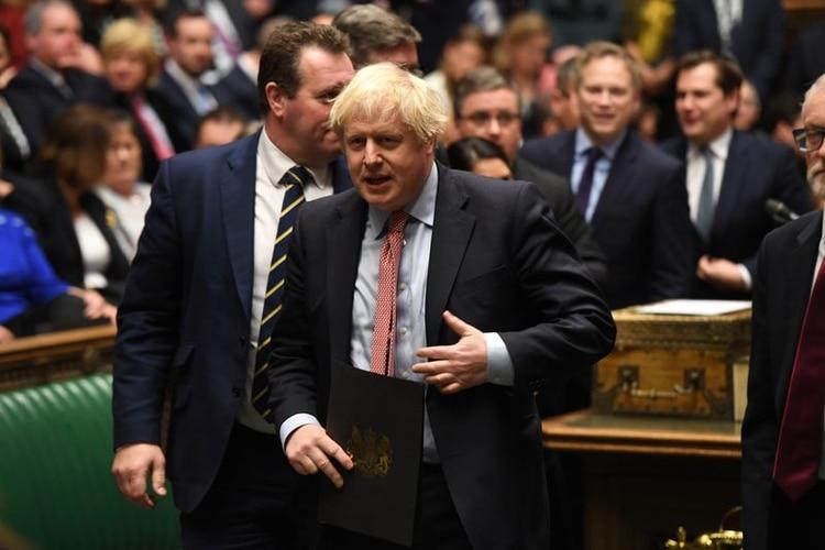 Imagen de archivo del primer ministro de Reino Unido, Boris Johnson, asistiendo a una reunión de legisladores británicos para elegir al presidente de la Cámara baja y la ceremonia de juramento en Londres, Reino Unido, 17 de diciembre, 2019. (©UK Parliament/Jessica Taylor/Handout via REUTERS)