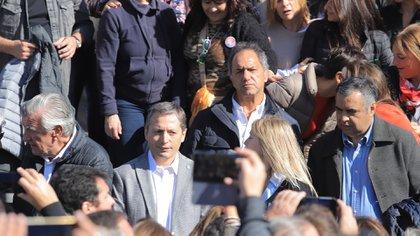 De izquierda a derecha: José Luis Gioja, Fernando Gray y Daniel Scioli