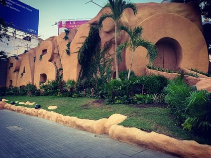"""Its characteristic facade of covered volumetric letters """"of sand"""" It is an attraction of Acapulco (Photo: Instagram / @ babyoacapulco)"""