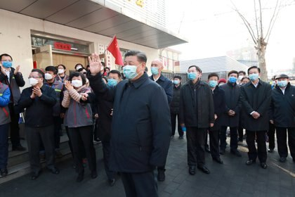 El presidente chino Xi Jinping inspecciona un sitio de prevención y control de coronavirus en la Comunidad de Anhuali en Pekín el 10 de febrero de 2020 (Xinhua vía REUTERS)