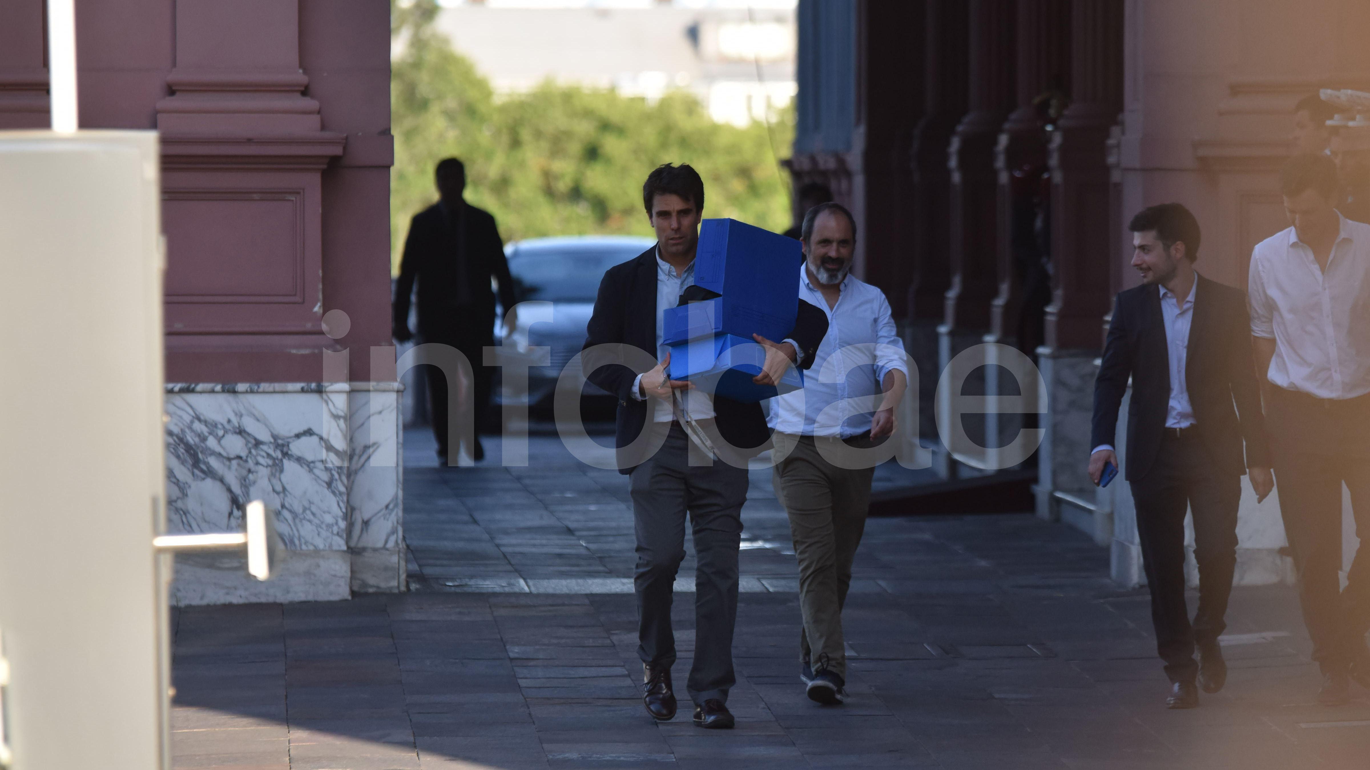 En el centro, con camisa blaca, el encargado de Comunicación Estratégica Hernán Iglesias Illa se reunió con Abe Vitale, del equipo de comunicación de Alberto Fernández