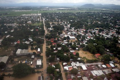 Honduras has suffered severe damage to its infrastructure in two weeks caused by tropical storms Iota and Eta, which were previously category 5 and 4 hurricanes, on the Saffir-Simpson scale, which entered through Nicaragua.  EFE / José Valle