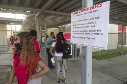 Retorno de estudiantes a clases en Harvey, Louisiana (AP)