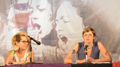 Cinzia Arruza en un panel sobre feminismos
