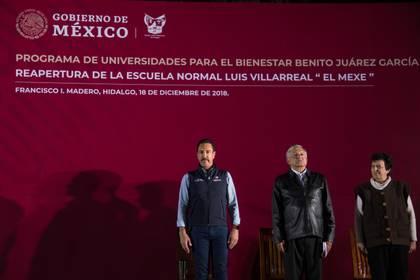 López Obrador, junto a Omar Fayad, Gobernador del estado de Hidalgo  (Foto: Andrea Murcia/ cuartoscuro.com)