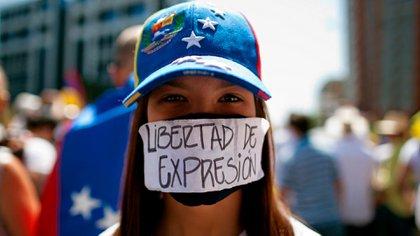 Una venezolana reclamando libertad de expresión