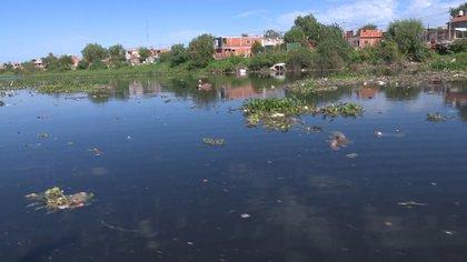 Las aguas contaminadas del Reconquista donde se encontró el cadáver de Díaz.
