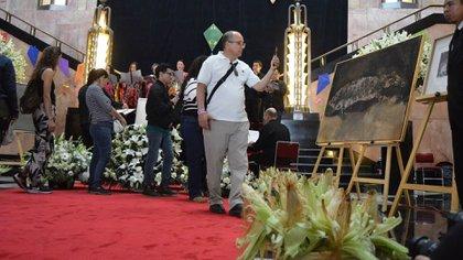 Los asistente pudieron escribir en libretas abiertas su sentir sobre la partida de Francisco Toledo (Foto: INBA)