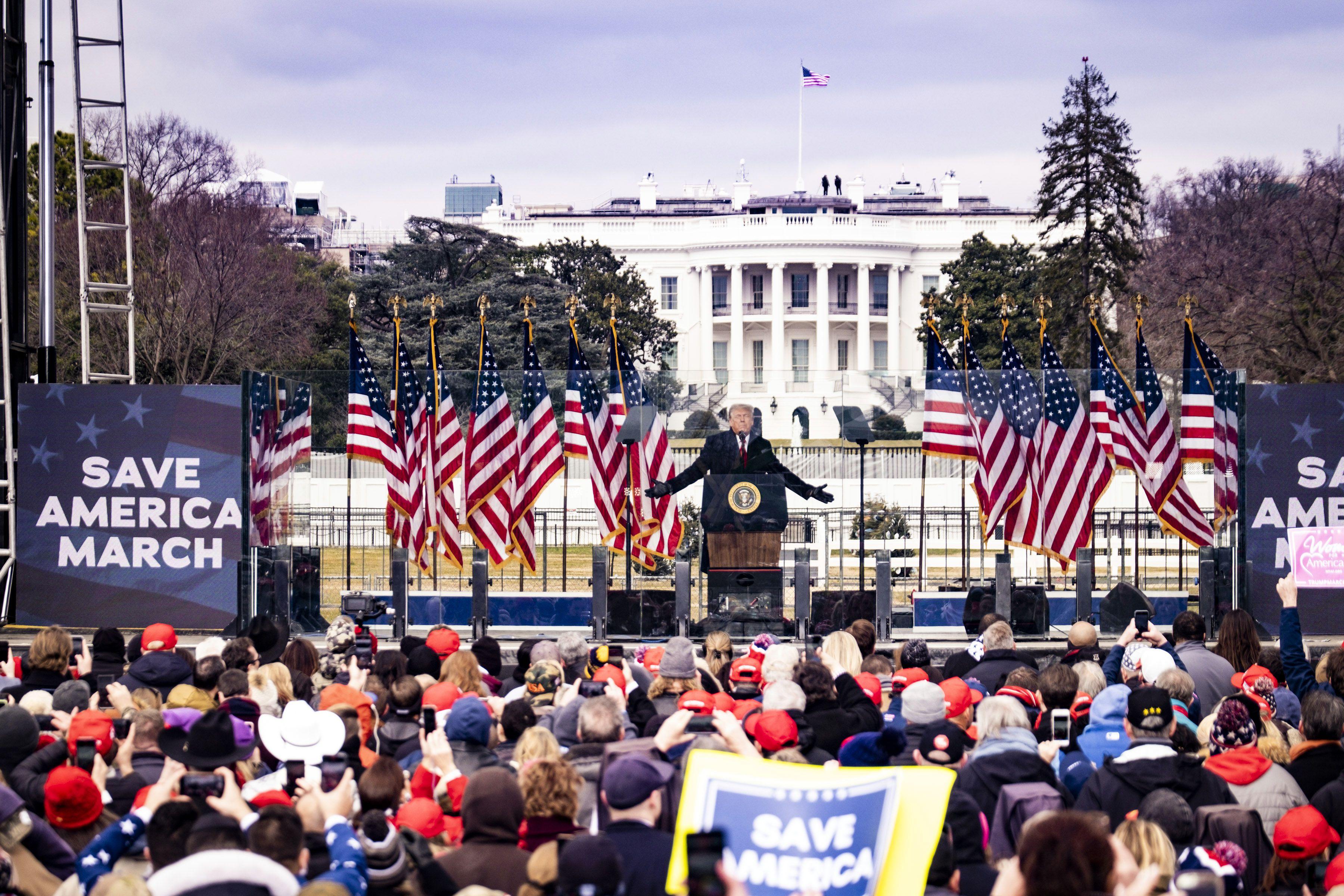 Antes del asedio, Trump dijo a sus seguidores que marchen al Capitolio y no se rindan (Pete Marovich/The New York Times)