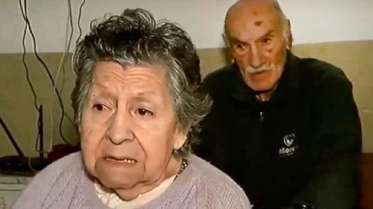 Hilda y Hugo fueron abandonados el miércoles al mediodía por su hijo en un bar de Rosario