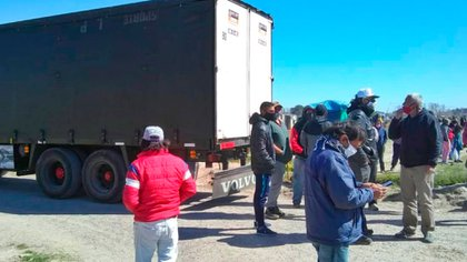 Tras el impedimento policial, los ocupantes pudieron recuperar el material y dieron comienzo al festival aunque dos horas más tarde de lo previsto. Foto: Agradecimientos Anred.