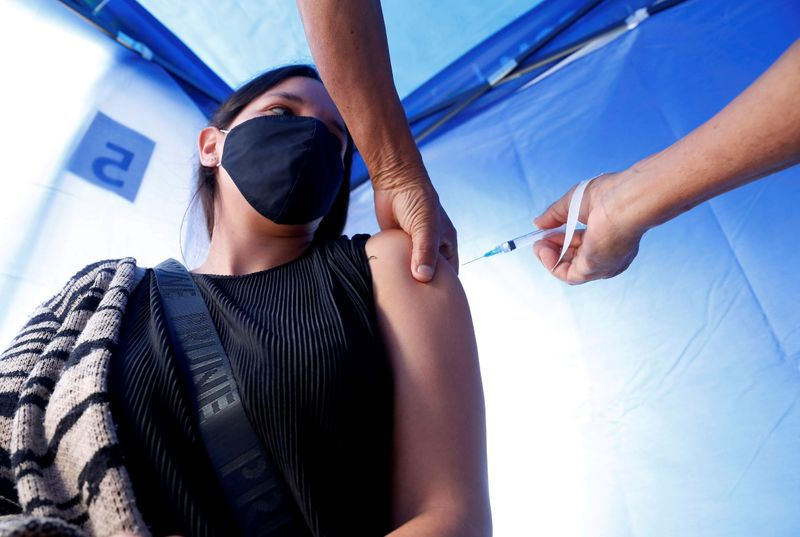 Desde que comenzó la campaña de vacunación contra el COVID-19 en la Argentina, fueron inmunizadas en el país 7.386.650 personas (Reuters)