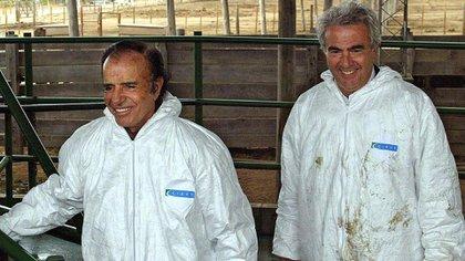 Carlos Menem y Alberto Kohan. El geólogo formaba parte del círculo más íntimo del entonces gobernador de La Rioja (AFP)