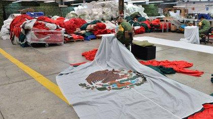 Las banderas de la SEDENA no pueden ser recicladas, al contrario, son incineradas y despedidas en un ceremonia. (Foto: Reuters)