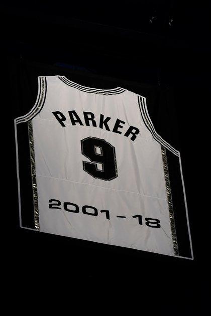 San Antonio Spurs le rindió homenaje a Tony Parker y retiró su camiseta número 9 - (AFP)
