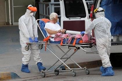 En las últimas 24 horas, se sumaron 5.746 personas al número de contagios y 617 al número de muertes.  (Foto: Reuters / Jose Luis Gonzalez)