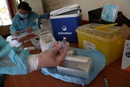 Foto de archivo ilustrativa de un vial de la vacuna de Sinovac contra el coronavirus en Santiago de Chile.  Feb 4, 2021. REUTERS/Ivan Alvarado