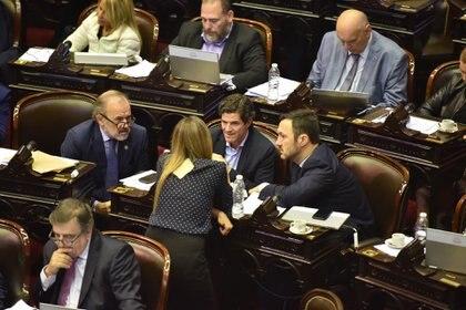 El oficialismo se quedó en el recinto para el debate por las tarifas