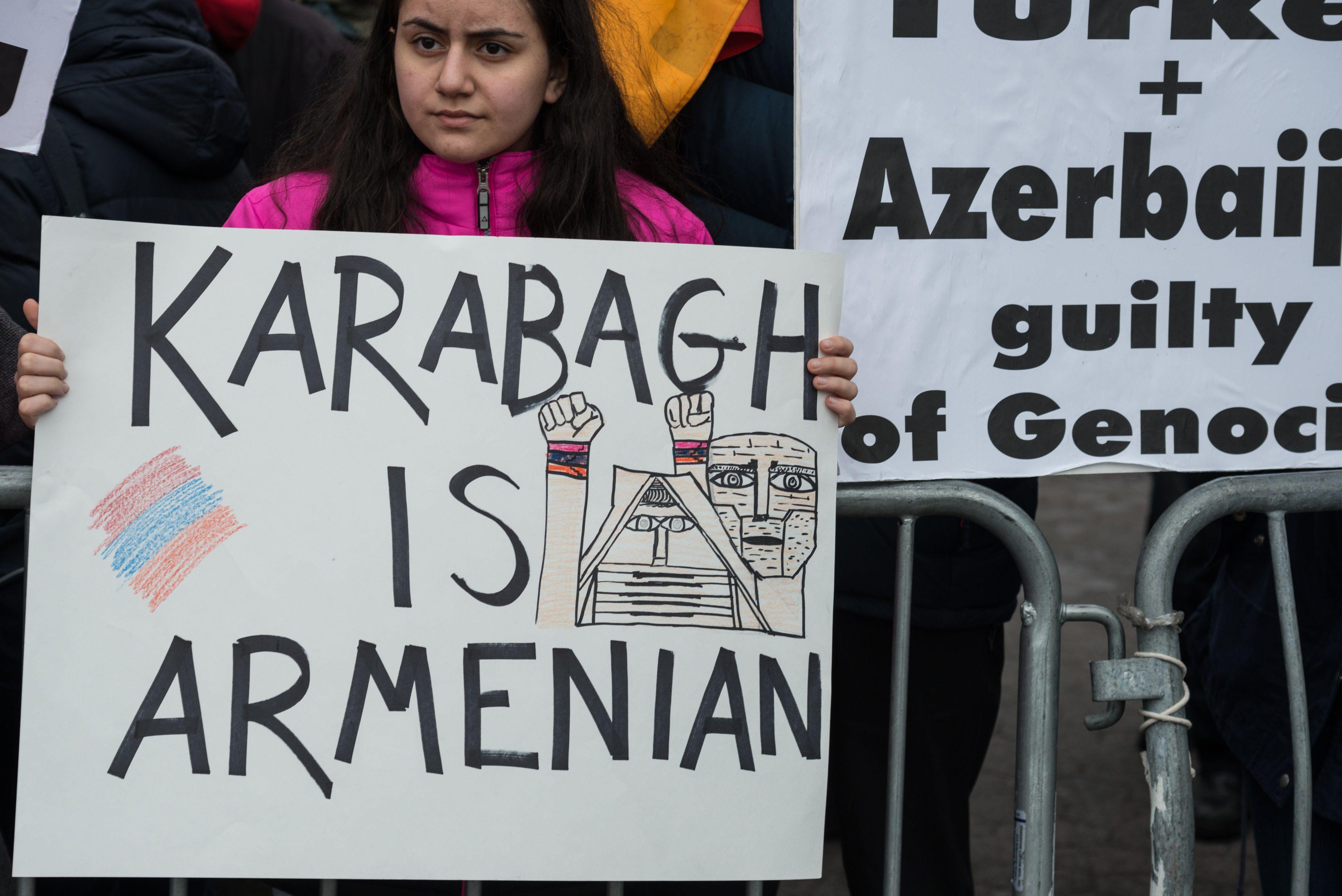 28/09/2020 Manifestación de la comunidad armenia en Estados Unidos frente a la sede de Naciones Unidas, en Nueva York, reclamando el fin de las hostilidades entre Armenia y Azerbaiyán sobre la cuestión de Nagorno Karabaj. POLITICA ARMENIA AZERBAIYÁN INTERNACIONAL ALBIN LOHR-JONES / ZUMA PRESS / CONTACTOPHOTO
