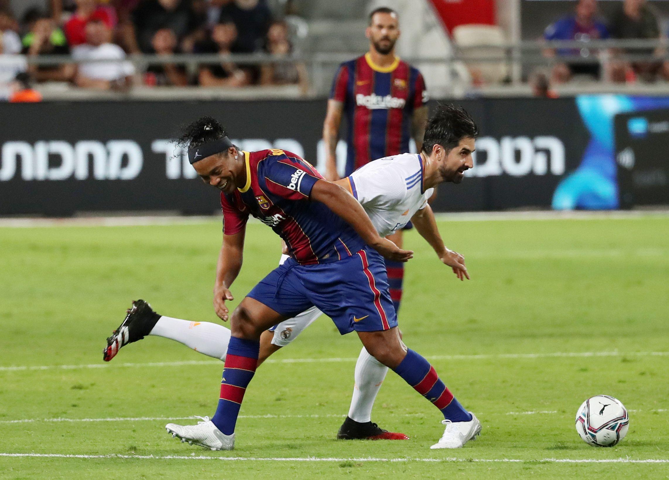 Ronaldinho y de la Red, autores del primer y quinto tanto del match (REUTERS/Ronen Zvulun)