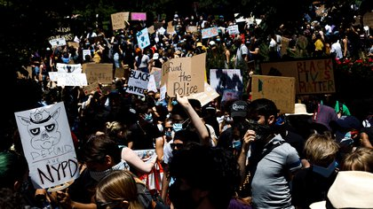 People participate in a Black Lives Matter march in Fort Greene Park in Brooklyn, New York, USA, 08 June 2020. EFE/Justin Lane