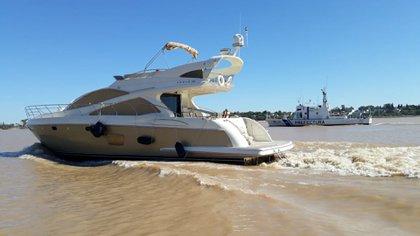 Uno de los dueños de la cerealera Vicentin violó la cuarentena y se fue a navegar en su lujoso yate por el Río Paraná, en Rosario (FOTO: Prefectura)