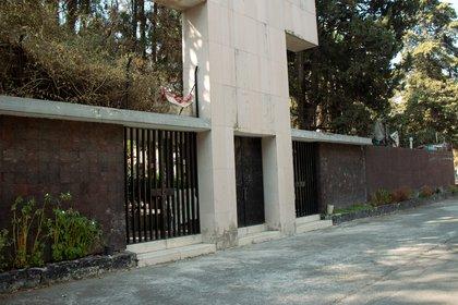 Fue enterrado en el mismo panteón que Pedro Infante, Pedro Armendáriz, Jorge Negrete, entre otros más