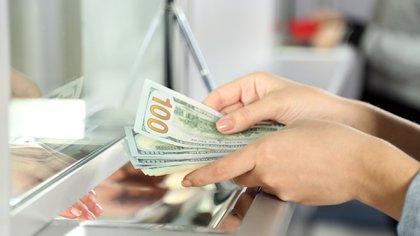 El dólar mayorista sube 3,7% en 2020.