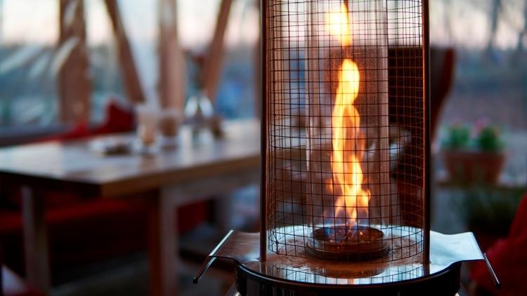 La llama que emite el artefacto a gas debe ser uniforme y de color azul; si su tonalidad es anaranjada, indica que funciona en forma defectuosa (Shutterstock)