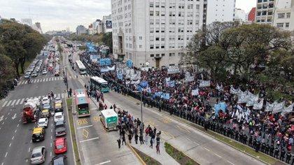 El enfrentamiento comenzó cuando los manifestantes quisieron bloquear el Metrobus (Lihueel Althabe)