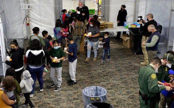 El Gobierno de Joe Biden ha compartido vídeos y fotografías de las instalaciones que albergan a niños migrantes no acompañados en medio de las críticas de la falta de transparencia en la custodia de menores y el aumento de la presión por las llegadas en la frontera con México Foto: (GOBIERNO DE ESTADOS UNIDOS)