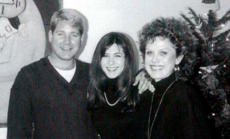 Jennifer Aniston con sus padres John Aniston y Nancy Dow