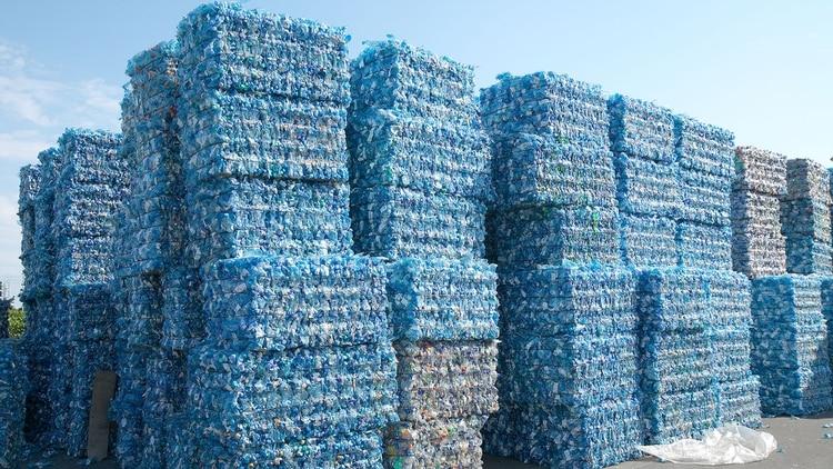 Este proyecto busca que los océanos estén limpios de plásticos evitando que lleguen al mismo