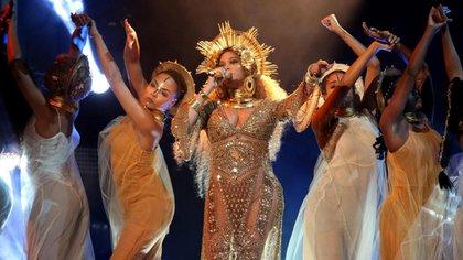 Brillos dorado el total look gold de la diva Beyoncé (Reuters)