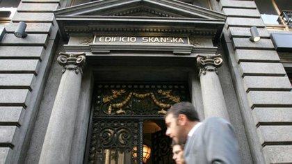 El edificio de la empresa Skanska, una de las empresas que tuvo una de las primeras causasa de corrupción del kirchnerismo. (DYN)