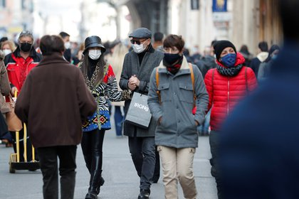 El COVID-19 generó una nueva ola de rebrotes en Italia - REUTERS/Remo Casilli