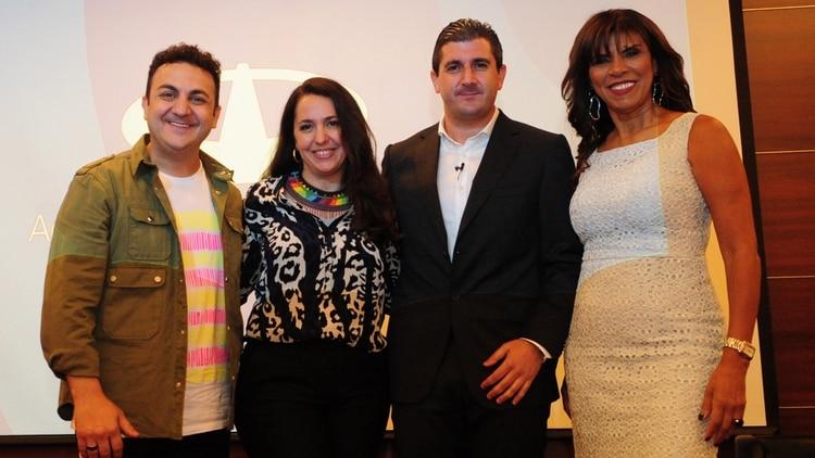 Ketchibachian junto con embajadores de los servicios que AA2000 ofrecerá a partir de 2019: Diego Topa, Narda Lepes y Anamá Ferreira (Maximiliano Luna)