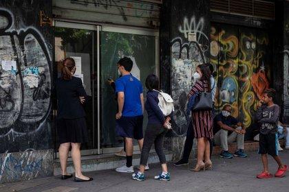 Foto del allanamiento a la oficina de Convite en Caracas.  EFE/RAYNER PEÑA
