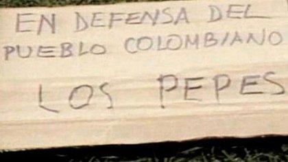 Carteles que dejaban 'Los Pepes' en cada asesinato que cometían, como una advertencia para Escobar y sus colaboradores.