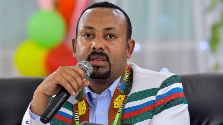 """Abiy recibe el prestigioso galardón """"por sus esfuerzos para lograr la paz y la cooperación internacional, particularmente por su iniciativa decisiva destinada a resolver el conflicto fronterizo con Eritrea"""", declaró la presidenta del Comité Nobel noruego, Berit Reiss-Andersen (Foto de Michael Tewelde/ AFP)"""