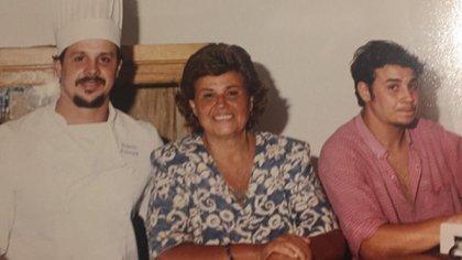 Christian junto a su madre, Tatana, y su hermano más chico, Lucas.
