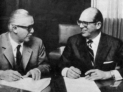 Goar Mestre y Carlos Vigil, de Editorial Atlántida, en 1971