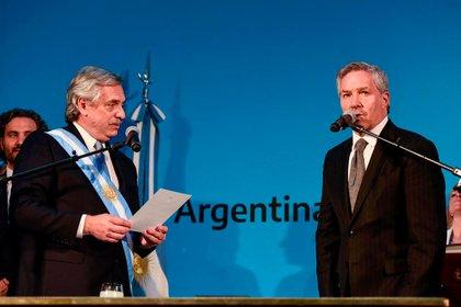 Alberto Fernández fue juramentado como presidente por Felipe Sole