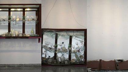"""La vitrina que cae"", una obra del artista plástico cubano Lester Alvarez Meno"
