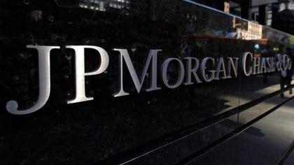 Cartel frente a la casa de central de JP Morgan en Nueva York. Crédito: REUTERS/Mike Segar