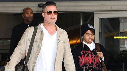 Brad Pitt con su hijo Maddox