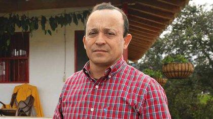 Santiago Uribe, hermano del expresidente Álvaro Uribe, investigado por homicidio y conformación de grupos paramilitares.