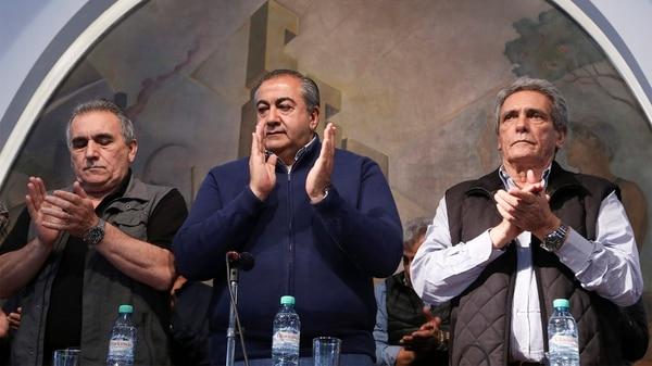 El triunvirato de la central obrera criticó las medidas económicas del gobierno nacional